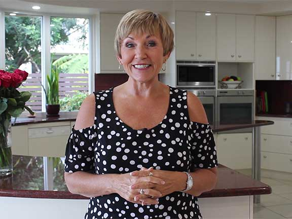 annette-sym-in-a-mentoring-video-for-the-symply-too-goo-membership-website-by-digital-elements-on-the-sunshine-coast